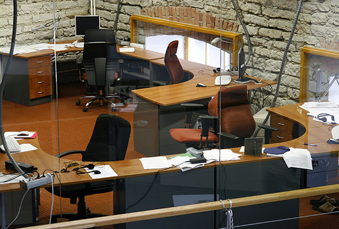 Empty desk of employee who didn't return to work after pandemic